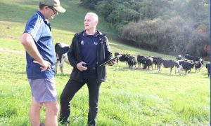 Ken Winer and GrainCorp client Shane Swinerd using Tracker