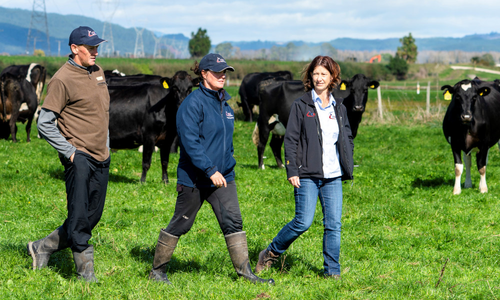 LtoR CRV Ambreed PT progr farmers Chris Aleisha McCormack n Janine Broekhuizen